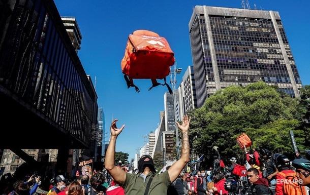У Бразилії пройшли протести через ігнорування владою пандемії