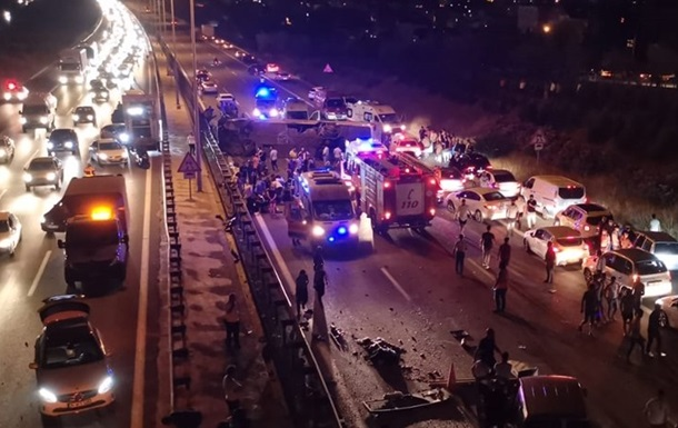 У Туреччині перекинувся автобус, є загиблий і поранені