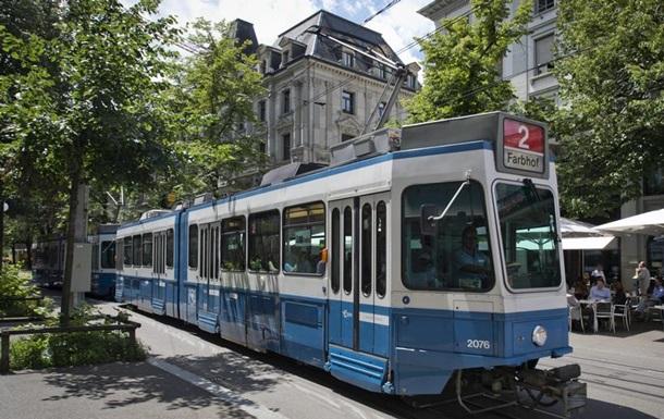У Швейцарії у громадському транспорті тепер треба носити маски