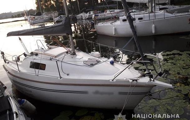 У Києві на Дніпрі човен протаранив яхту