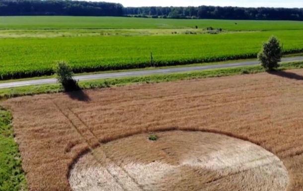 В Угорщині на полі з явилося загадкове коло