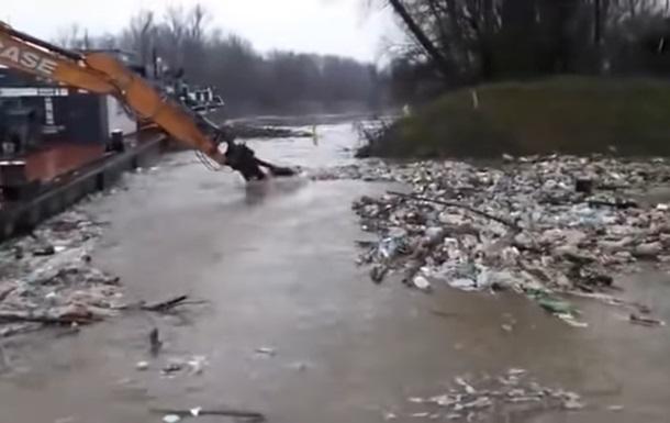 Венгрия просит Зеленского разобраться с карпатским мусором