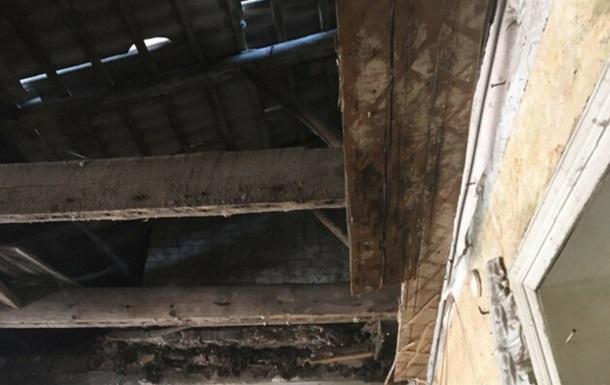 В центре Одессы в доме обвалилась часть крыши
