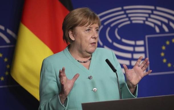 Меркель: Демократичні принципи не мають скасовуватися через пандемію