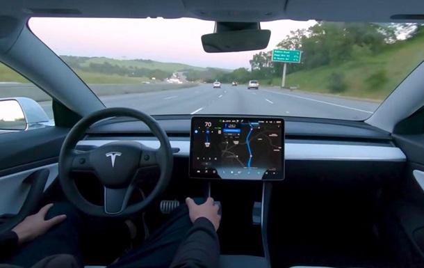 Tesla скоро смогут обходиться без водителя – Маск