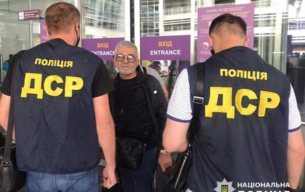 З України вислали кримінального авторитета на прізвисько Дід