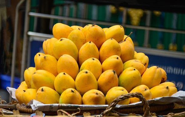 Незвичний спосіб їсти манго назвали геніальним