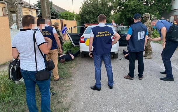 На Донбассе полицейские похищали людей и торговали наркотиками