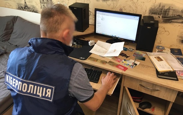 В Киеве мужчина продавал 50 государственных баз данных
