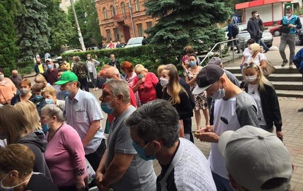 В Житомире в очереди в поликлинику собрались более сотни человек