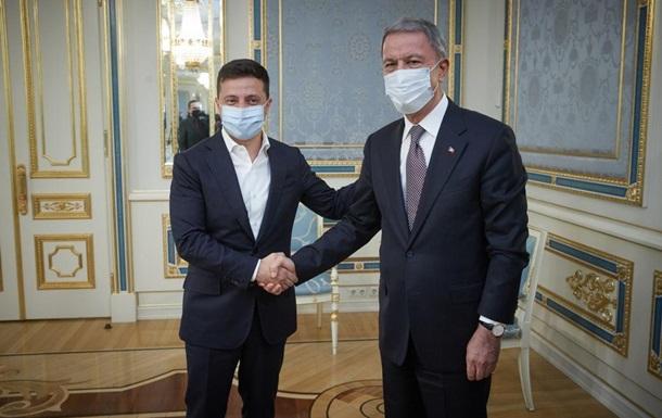 Зеленский встретился с главой Минобороны Турции