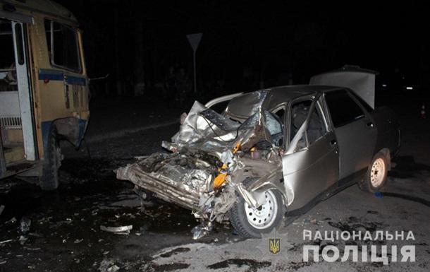 Mercedes в Мариуполе сбил двух полицейских
