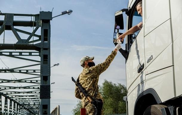Карантин: українцям заборонили в їзд до Угорщини