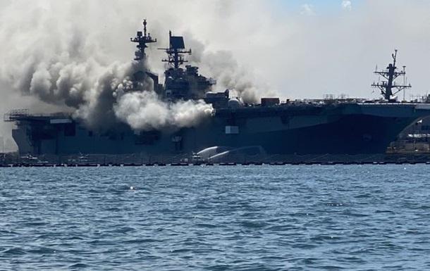 На американском десантном корабле ВМС США произошел взрыв