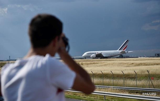 Франція тестуватиме туристів на коронавірус