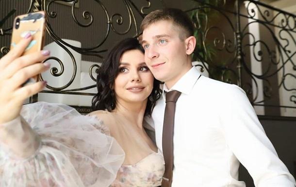 Популярная российская блогерша вышла замуж за своего 20-летнего пасынка: фото