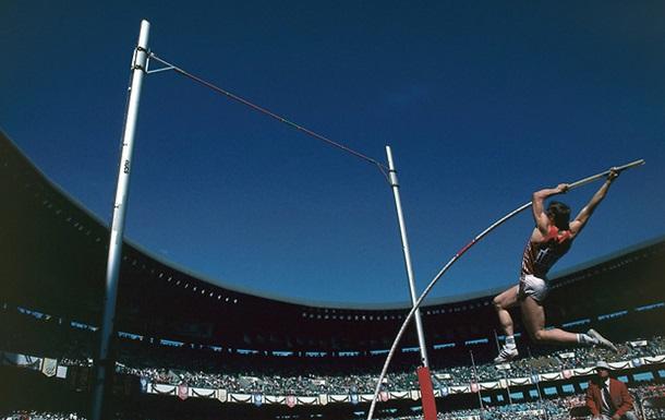День в истории: Бубка первым в истории преодолел планку на высоте 6 метров