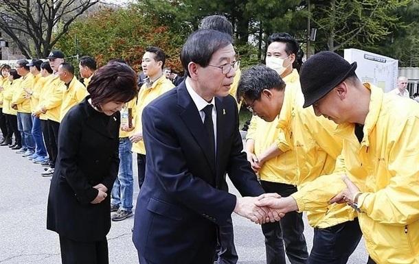 Бывшая секретарша мэра Сеула обвинила его в домогательствах