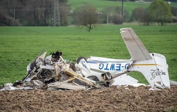 В Германии два человека погибли при падении самолета
