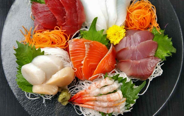В горлі японки, яка з їла сашимі, оселився черв як