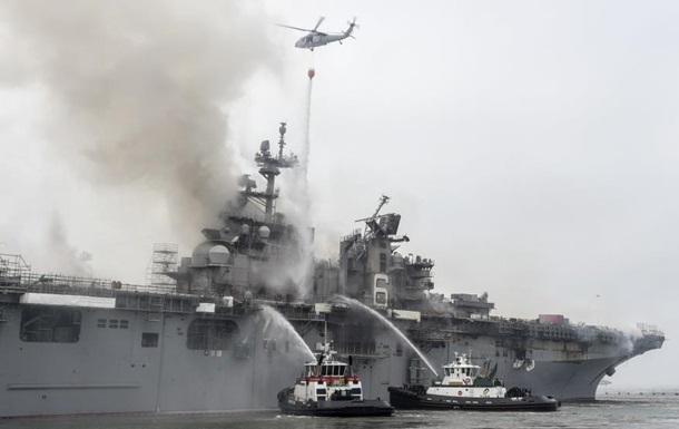 В США загоревшийся военный корабль дал осадку