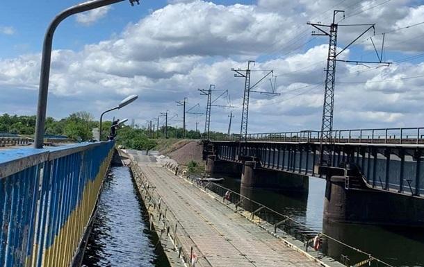 Под Никополем закрыли понтонную переправу возле разрушенного моста
