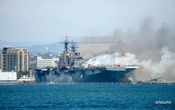 На десантном корабле ВМС США третий день не могут потушить пожар