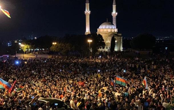 У Баку триває акція на підтримку армії