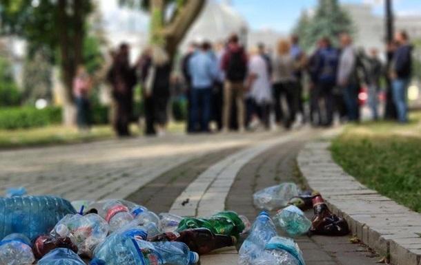 Возле Рады произошли стычки из-за мусора