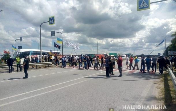 На Житомирщині трасу Київ - Чоп перекрили протестувальники