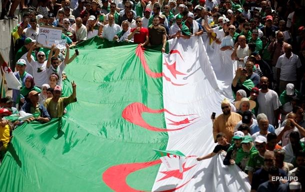 В Алжирі двом екс-прем єрам дали по 10 років в язниці