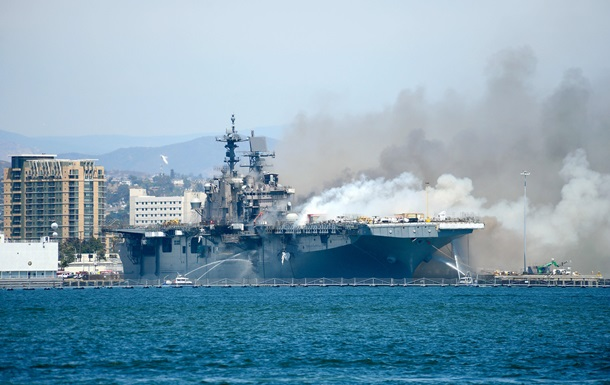 Крупнейшая потеря ВМС США. Горит Bonhomme Richard