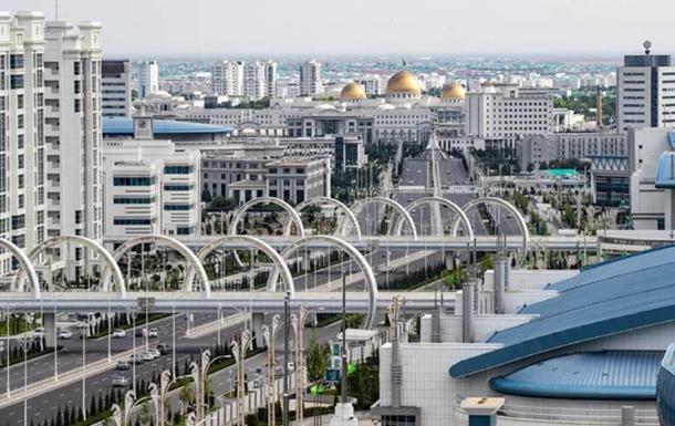 У Туркменії, яка живе без коронавірусу,  закрили мечеті і зупинили потяги