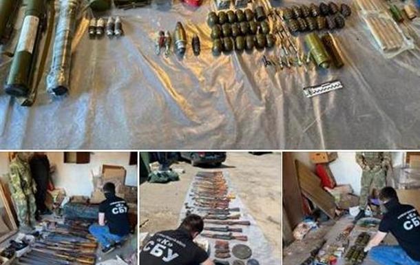 СБУ изъяла арсенал оружия и задержала банду, похищавшую людей