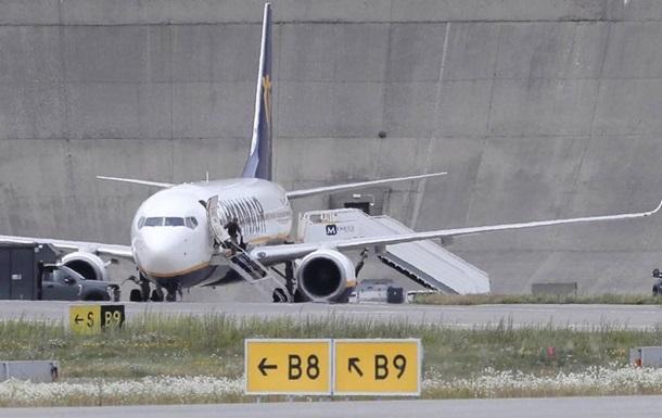 Данія підняла винищувачі через повідомлення про бомбу на борту літака