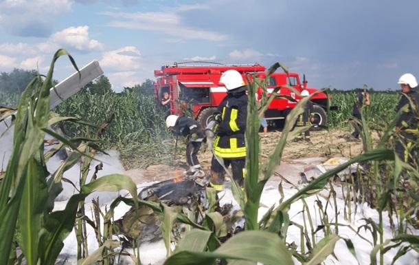 На Киевщине упал и загорелся легкомоторный самолет