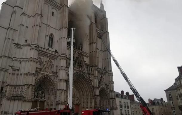 У французькому Нанті загорівся древній собор