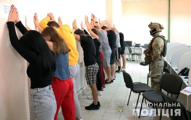 У Маріуполі ліквідували шахрайський колл-центр