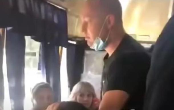 В Днепре пассажиры маршрутки избили девушку