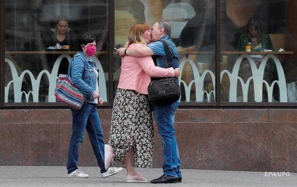 COVID в Україні: вдвічі менше людей, які видужали