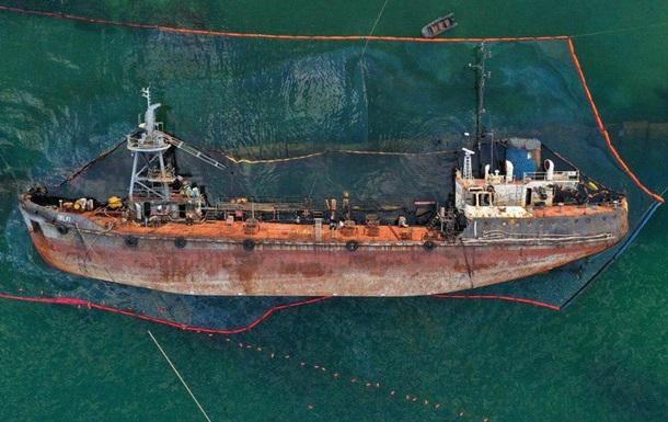 В Одесі не піднімають затонулий танкер