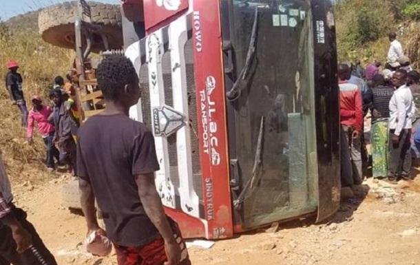 В Конго 16 человек погибли в ДТП с грузовиком