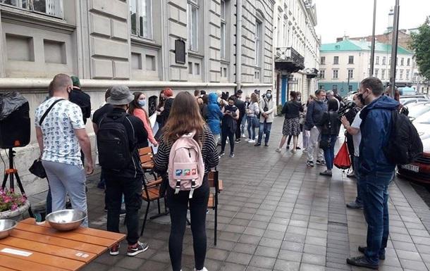 Львовскую ОГА пикетировали владельцы баров и караоке-клубов