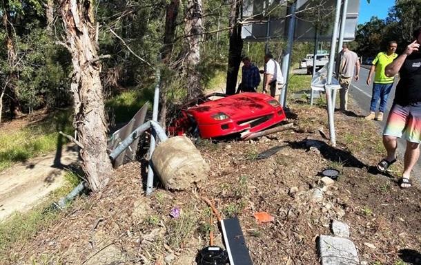 Владелец суперкара за $2,4 млн разбил его о дерево: фото