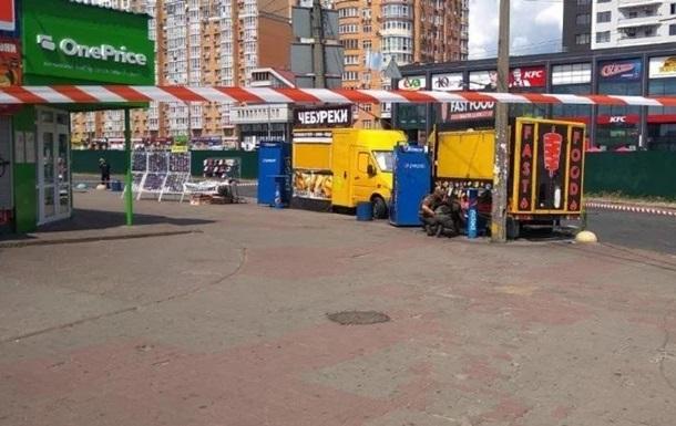 В Киеве взрыв у метро попал на видео