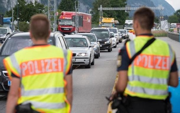 Черногория запретила въезд украинцев на автомобилях