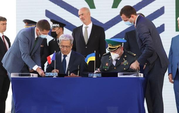 Україна і Франція підписали контракт щодо катерів