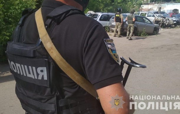 У Полтаві чоловік погрожує підірвати себе і копа гранатою