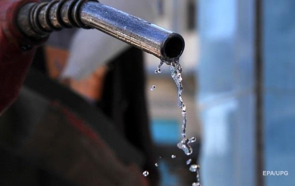 На АЗС Украины почти месяц дорожает топливо