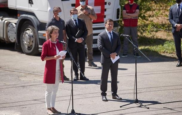 Швейцария передала гуманитарную помощь на Донбасс